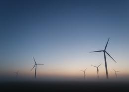 Windmolens bij zonsopgang